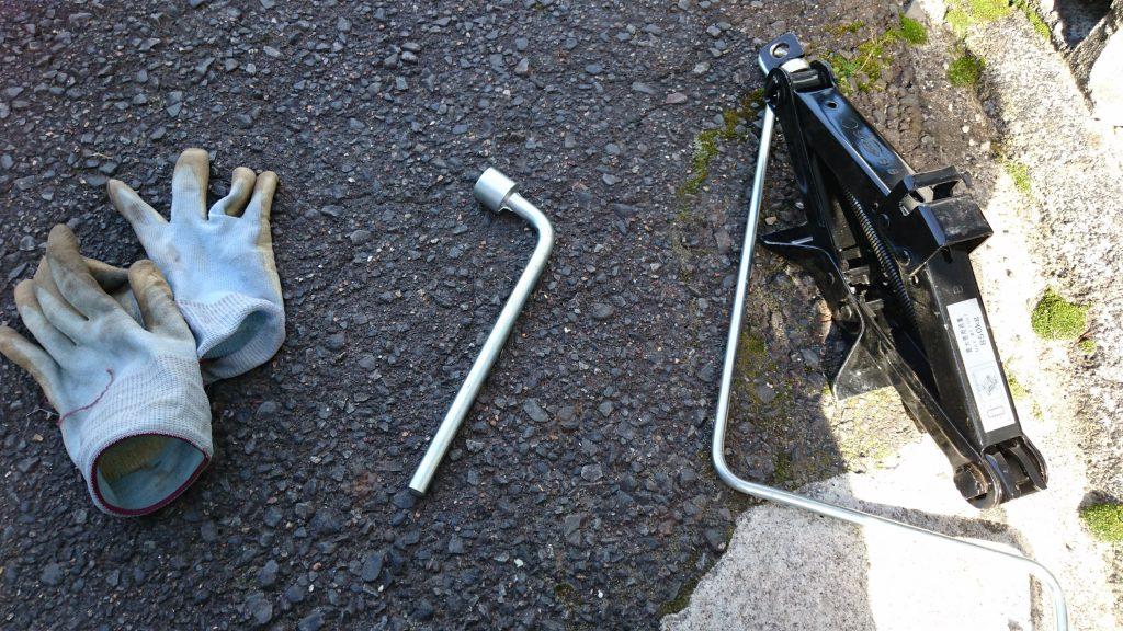 タイヤ交換,工具
