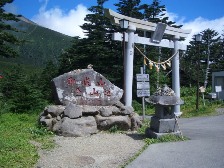 木曽王滝村登山口の鳥居